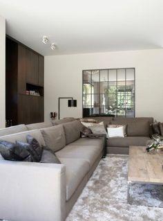 Spiegels om meer ruimte te creëeren en kleur bank
