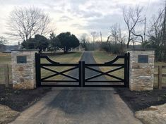 Top 60 Best Driveway Gate Ideas - Wooden And Metal Entrances Metal Driveway Gates, Stone Driveway, Front Gates, Entry Gates, Farm Entrance Gates, Timber Gates, Entrance Ideas, Wooden Gates, Farm Gate