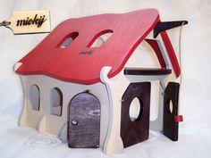 Liebevoll aus Birkenholz-Multiplex gefertigter, sorgfältig von Hand geschliffener und mit schadstofffreiem Holzwachs bemalter Stall, passend zu Kinderspielzeug z.B. von Playmo.