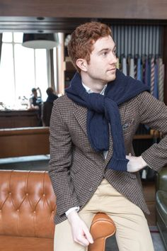 "lnsee: ""Jake in: Man 1924 Tweed Jacket Drake's Cable Knit Jumper Ring Jacket for the Armoury Chinos "" Vintage Man, Style Vintage, Style Casual, Men Casual, Men's Style, Style Gentleman, Houndstooth Jacket, Tweed Jacket, Suit Fashion"