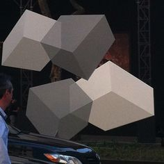 "Nine stainless steel, multicolored sculptures of various geometric shapes will tower over Manhattan's Park Avenue in an art project by #Venezuelan sculptor Rafael Barrios.  The works, each one weighing about 2,200 pounds and standing more than 20 feet tall, will be installed from 51st to 67th street starting Saturday, organizers said. They'll be up until June 30.  ""I feel very proud and happy that we were able to do this project,"" said the 64-year old artist.  ""This shows that Latin American ..."