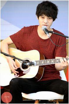 Jung Joon young at Chinchin Radio busking 2013