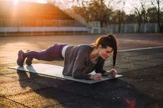 7 Amazing Workout Routines to Help You Loose That Annoying Belly Fat Core Muscles, Back Muscles, Plank Workout, Post Workout, Easy Workouts, At Home Workouts, Perfect Plank, Chronic Lower Back Pain, Plank Hip Dips