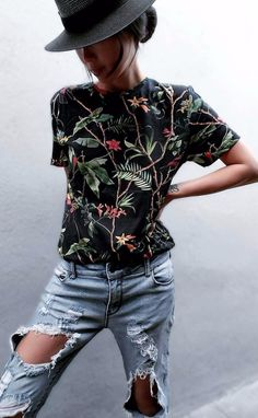 Gothic gorgeousness in the middle of the summer. Love the interwining botanical print on the black short sleeved shirt. Together with the ripped jeans and the black fedora (could be a round brim), it's a modern romantic look. Style Planet