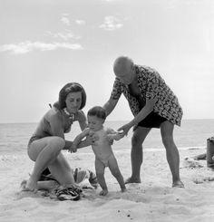 Robert Capa, Pablo Picasso with his companion Françoise Gilot and their son Claude, 1948, © Robert Capa © International Center of Photography/Magnum Photos, picasso beach body