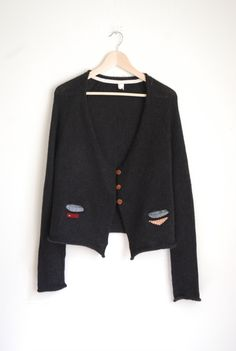 small shapes cardigan, jet with 3 wooden button - primoeza