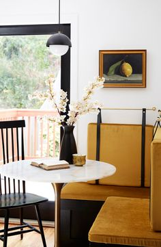 Tribomo Dining Nook, Dining Table, Round Dining, Dining Chairs, Architecture Design, Residential Architecture, Banquette Seating, Art Deco Home, Built In Bench