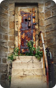 even this rusty, This old portal has such a history.how many have passed through! Cool Doors, Unique Doors, Knobs And Knockers, Door Knobs, Entrance Doors, Doorway, When One Door Closes, Door Gate, Closed Doors
