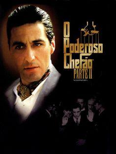 Um filme de Francis Ford Coppola com Al Pacino, Robert De Niro, Diane Keaton, Robert Duvall. Início do século XX. Após a máfia local matar sua família, o jovem Vito (Robert De Niro) foge da sua cidade na Sicília e vai para a América. Já adulto...