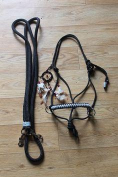 Sidepull met bijpassende teugels en dromenvangerclip - Sidepull with matching reins and dreamcatcherclip www.horsegadgets.webs.com www.horsegadgets.luondo.nl #HorseGadgets #sidepull #teugels #reins