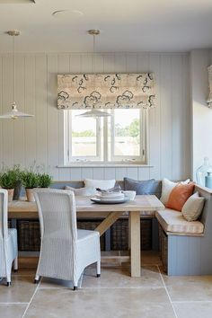 Modern Farmhouse Breakfast Nook Corner Banquette with Windows Table D'angle, Corner Dining Table, Kitchen Table Bench, Kitchen Corner, Diy Table, Dining Area, Coin Banquette, Banquette Seating In Kitchen, Dining Room Bench Seating