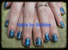 Wintery, Christmas nail art. #head2toesalon #nailsbybobbie