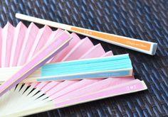 Abanicos de papel en hermosos colores, para dar y decorar!
