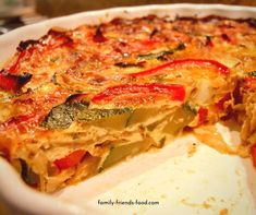 Loaded with veggies, and free from grains & dairy, this delicious crustless quiche is perfect for the diet. Try it for breakfast, lunch or dinner! Healthy Diet Recipes, Cooking Recipes, Pie Recipes, Brunch Recipes, Seafood Recipes, Dairy Free Quiche Recipes, Quiche Dish, Quiche Crustless, Diet Recipes