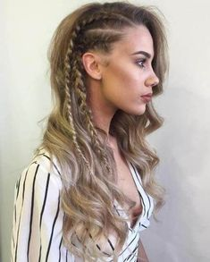Braids are simply unavoidable! You can opt for these side ones - they seem pretty interesting and fashionable. #wavyhair #hairstyle