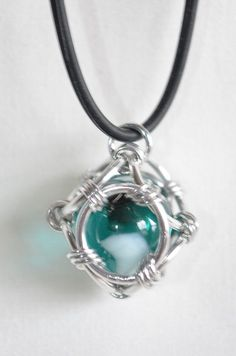 Captured Marble Chainmaille Necklace Inspiration - think I can learn how from the picture - Picmia