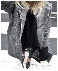 """좋아요 9,168개, 댓글 110개 - Instagram의 Audrey(@audreylombard)님: """"Gris et noir sur Zébra ✨ • Coat #sezane (from @Sezane) • Shirt #sezane (from @Sezane) • Knit…"""""""