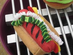 Red Write Returning: DIY Christmas: Felt Food - Hot Dog - inspiration - page has links to her other felt food projects - cute :D