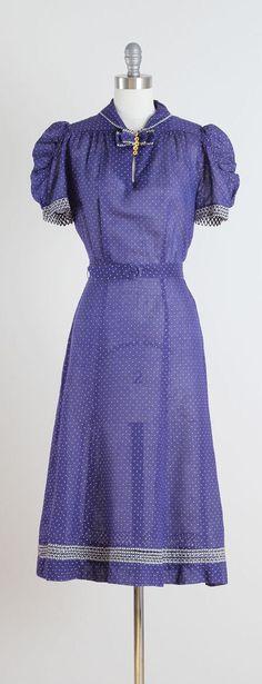 Button Blues . vintage 1940s dress . vintage by millstreetvintage
