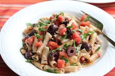 Tuna, Plum Tomatoes, Olives, and Penne Pasta from Jeanette's Healthy Living. Fish Dishes, Pasta Dishes, Main Dishes, Healthy Meals For One, Healthy Eating, Eating Clean, Pasta Recipes, Real Food Recipes, Yummy Recipes