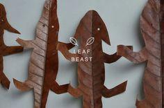 L'artiste japonais Baku Maeda : sculpture en feuilles morte de magnolia pour le…