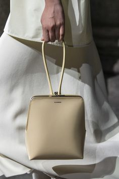 Jil Sander Spring 2020 Fashion Show Details. All the fashion runway close-up details, shows, and handbags from the Jil Sander Spring 2020 Fashion Show Details. Cheap Handbags Online, Unique Handbags, Popular Handbags, Cute Handbags, Purses And Handbags, Popular Purses, Trendy Handbags, Popular Bags, Small Handbags