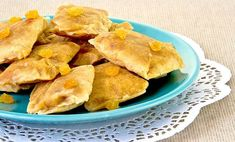 Pass the saltfish and ackee fritters, please. Jamaican Dishes, Jamaican Recipes, Jamaican Cuisine, Saltfish And Ackee, Gourmet Recipes, Snack Recipes, Yummy Recipes, Caribbean Recipes, Caribbean Food