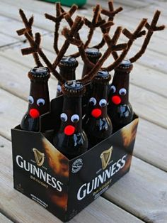 reindeer beer bottles for Xmas eve box The Christmas Day is coming but you still don't know what to give to your colleagues, children or relatives? I can to help you out this question christmas ideas for boyfriend Noel Christmas, Winter Christmas, Christmas Presents For Dad, Reindeer Christmas, Christmas Ideas For Dad, Brother Christmas Gifts, Diy Christmas Gifts For Men, Christmas Sweets, Christmas Drinks