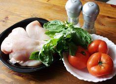 Куриное филе с томатами и базиликом . Попробуйте обязательно! <br>на 100 грамм - 83.62 ккал <br> <br>Ингредиенты: <br>Куриное филе - 800 г <br>Помидор - 3 шт <br>Базалик - 50 г <br>Соль, перец - по вкусу <br> <br>Приготовление: <br>Грудки моем и промакиваем бумажными полотенцами. <br>Каждую надре..
