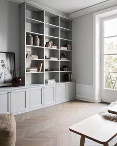 Living Room Shelves, Home Living Room, Living Room Decor, Living Room Tv Cabinet, Decor Room, Grey Bookshelves, Built In Bookcase, Painted Bookshelves, Bookshelf Wall
