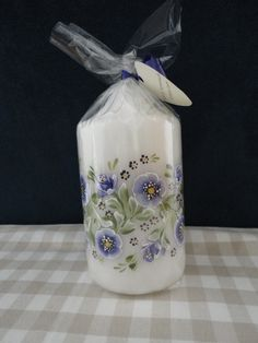 Handpainted candle Candle In The Dark, Candle In The Wind, Decoupage, Candle Art, One Stroke Painting, Traditional Paintings, Artsy Fartsy, Candle Holders, Projects To Try