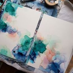A guide to using posca pen on alcohol ink. Alcohol Ink Tiles, Alcohol Ink Glass, Alcohol Ink Crafts, Alcohol Ink Painting, Dot Painting, Alcohol Inks, Painting Tips, Crayon Crafts, Sharpie Crafts