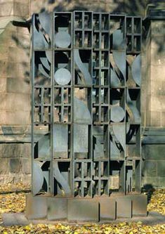 Louise Nevelson Atmosphere and Environment XI, 1969 Fabricated 1971 Louise Nevelson, Outdoor Sculpture, Modern Sculpture, Sculpture Art, Classroom Art Projects, Assemblage Art, Modern Artists, Recycled Art, Land Art
