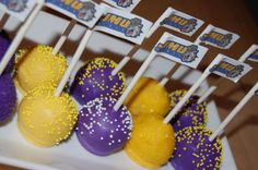 Tailgating Cake Pops - these will work for an LSU game! Graduation Cake Pops, Graduation Ideas, Graduation Celebration, Purple Cake Pops, Spirit Gifts, Basketball Birthday, Football Food, Vikings Football, Occasion Cakes