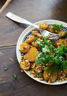 Mausteinen bataatti-linssisalaatti Veggie Recipes, Gluten Free Recipes, Healthy Recipes, Veggie Food, Food Food, Healthy Food, Tasty Bites, Chana Masala, Bon Appetit