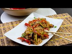Tăieței de orez cu legume și pui - descoperiți această rețetă asitică care va fi pe placul tuturor! - YouTube
