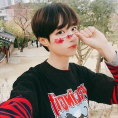 He is so cute Cute Asian Guys, Cute Korean Boys, Asian Boys, Asian Men, Cute Guys, Asian Girl, Couple Ulzzang, Korean Boys Ulzzang, Korean Men