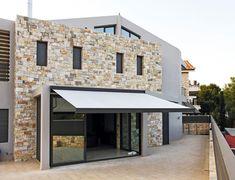 #Exterior #Terraza #moderno #casas via @planreforma #puertas #fachada #vidrio #ventanasdiseñado por Shadelab - Marca colaboradora