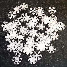 Hey, I found this really awesome Etsy listing at https://www.etsy.com/listing/210879344/edible-snowflakes-mini-wafer-rice-paper