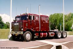 Old Kenworth Bullnose. I hate truckers but i love a big shinny tractor.