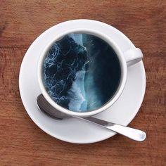 Cette graphiste fait tenir de véritables merveilles dans de simples tasses
