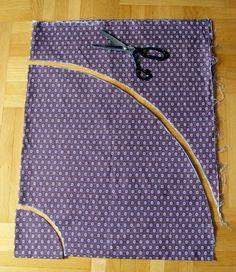 Kolové sukně šiju hrozně ráda, jednak jsou velice jednoduché na výrobu, a jednak tyto sukně vytvářejí ženskou siluetu let padesátých, kterou mám v posledních letech dost v oblibě. Sukně se dá ušít buď s pevným páskem a zipem a nebo s pružným pasem, vyrobeným z gumy nebo jiného elastického materiálu