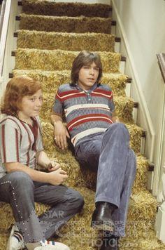 David Cassidy and Danny Bonaduce x photo - - The Partridge Family Carpet Diy, Shag Carpet, Carpet Tiles, Danny Bonaduce, Family Tv, Partridge Family, Black Carpet, Get Happy, 1970s