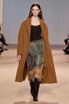 Salvatore Ferragamo Fall 2020 Ready-to-Wear Fashion Show Collection: See the complete Salvatore Ferragamo Fall 2020 Ready-to-Wear collection. Look 1 2020 Fashion Trends, Fashion 2020, Star Fashion, Unique Fashion, Fashion Brands, Fashion Design, Women's Fashion, Milan Fashion, High Fashion