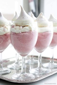Mousse Recipe - This divine dessert would look lovely served in teacups or champagne flutes at your next tea party.Strawberry Mousse Recipe - This divine dessert would look lovely served in teacups or champagne flutes at your next tea party. Just Desserts, Delicious Desserts, Dessert Recipes, Yummy Food, Tasty, Dessert Dishes, Meringue Desserts, Parfait Desserts, Dessert Healthy