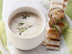 Schaumige Kartoffelsuppe mit Pilzen ist ein Rezept mit frischen Zutaten aus der Kategorie Gemüsesuppe. Probieren Sie dieses und weitere Rezepte von EAT SMARTER!