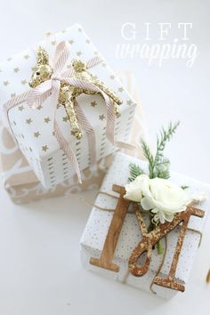 We've found a whole bunch of easy gift wrapping ideas to help pimp your presents. Here are 16 simple ideas to make your gift wrapping awesome. Noel Christmas, Best Christmas Gifts, Christmas Presents, Christmas Decorations, Christmas Ornaments, Creative Gift Wrapping, Present Wrapping, Creative Gifts, Wrapping Ideas