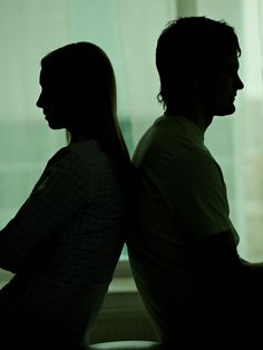 Deine Freundin, dein Partner oder auch Mitglieder deiner Familie - all diese Personen können ein Energievampir sein und dir in deinem