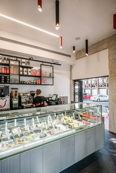 Freezer ice cream shop designed by Lital Ophir and Shimrit Kaufman. Photo by Itai Sikolsky Gelato Bar, Gelato Shop, Cafe Interior Design, Cafe Design, Cake Shop Interior, Cake Shop Design, Cream Restaurant, Ice Cream Business, Bakery Decor