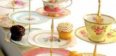 etagere-selber-machen-teetassen-blumenmuster-gold-suess-muffin-cupcake